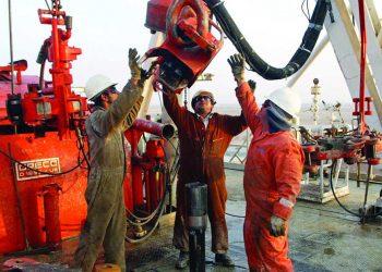 Brent oil drops to 21-year low as selling pressure intensifies